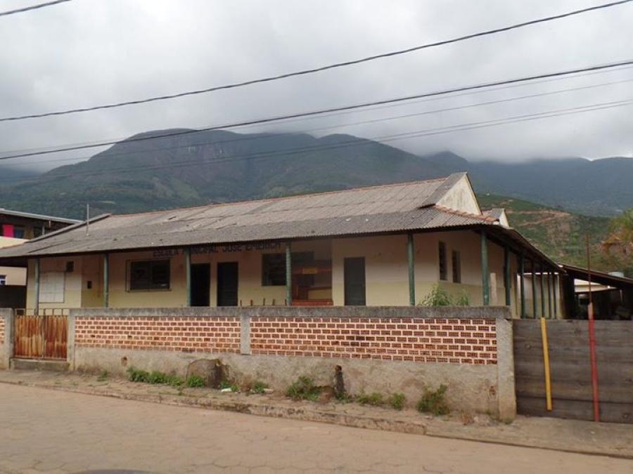 Prefeitura  de Alto Caparaó recebeu autorização através da Lei Municipal nº. 502/2015 para vender imóveis